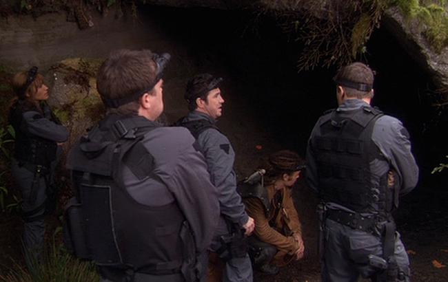 Stargate: Atlantis - Lexikon - Iratus-Käfer Höhle 1