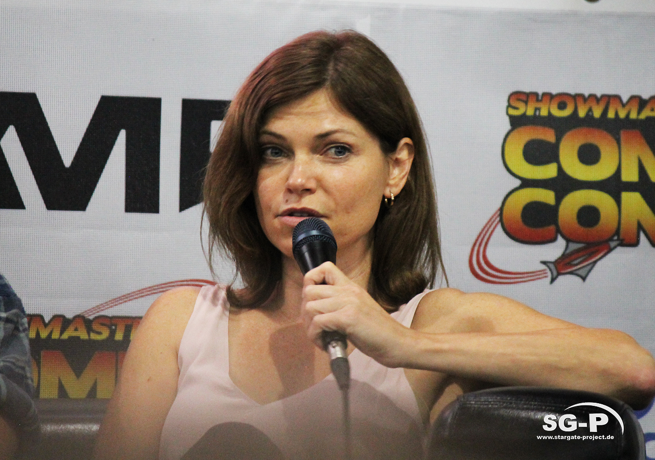 London Film and Comic Con 2019 - Star Trek - Nicole de Boer 10