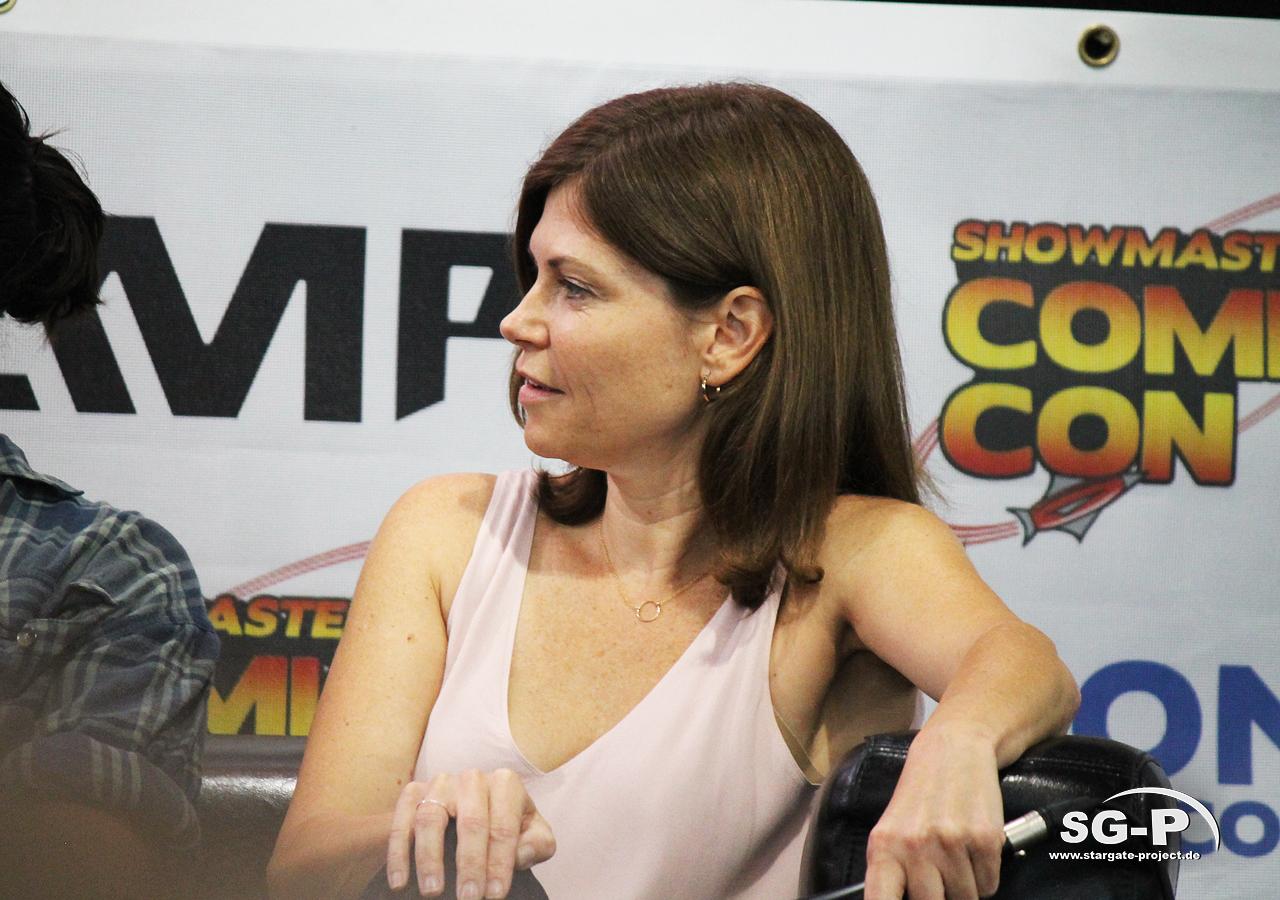 London Film and Comic Con 2019 - Star Trek - Nicole de Boer 8